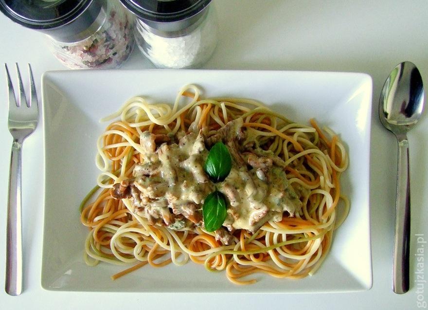 spaghetti z sosem z kurek i sera plesniowego 2