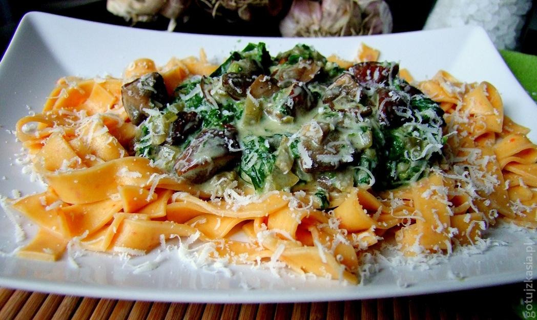 makaron z sosem grzybowo-szpinakowym 2