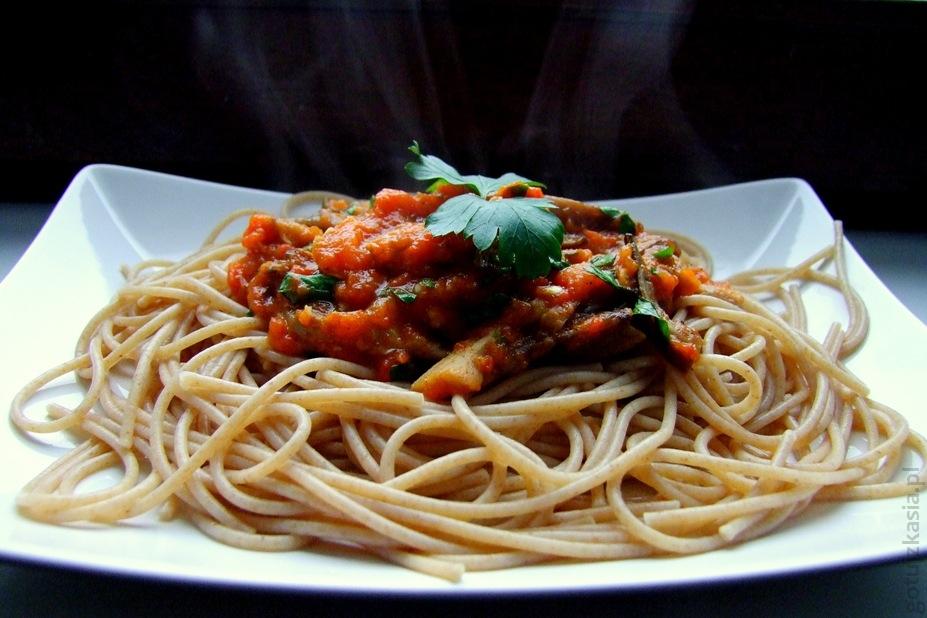spaghetti z sosem z bocznikow i pieczonej papryki2