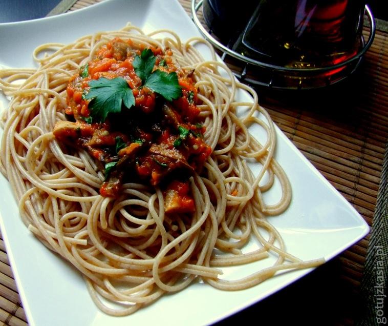 spaghetti z sosem z bocznikow i pieczonej papryki3