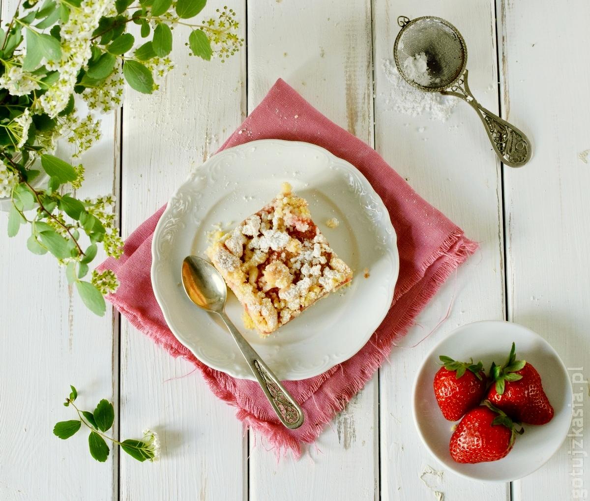 ciasto z rabarbarem i truskawkami 4