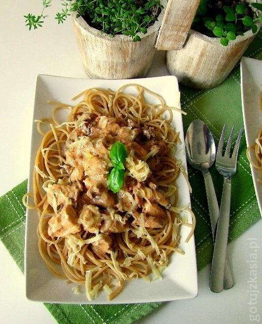 spaghetti z kurczakiem i kurkami-001