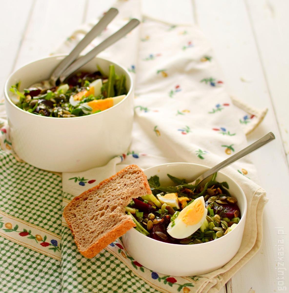 salatka z burakiem i jajkiem 5