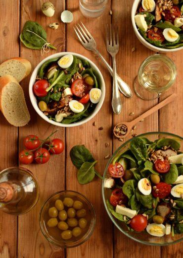 salatka z indykiem i szpinakiem