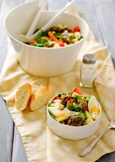 salatka z ziolowym indykiem