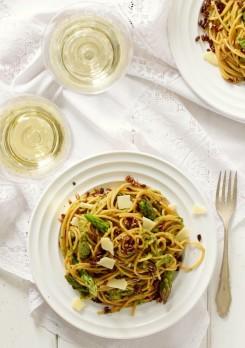 spaghetti z sosem szparagowo-ziolowym