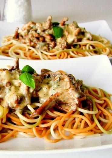 spaghetti z sosem z kurek i sera plesniowego