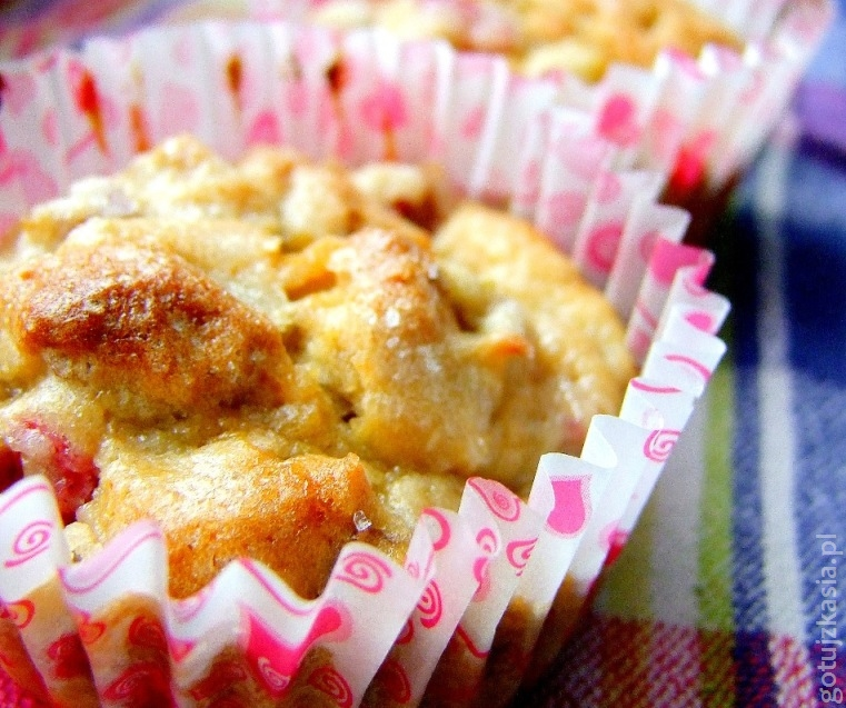 muffiny z rabrabarem i orzechami wloskimi 2