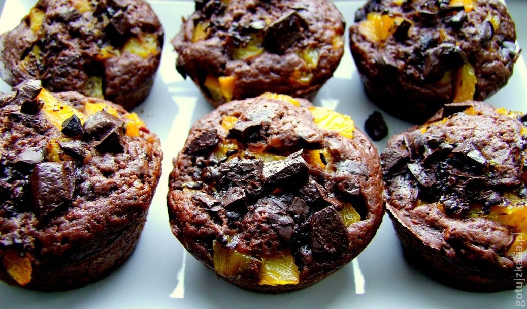 czekoladowe muffinki z brzoskwiniami 2