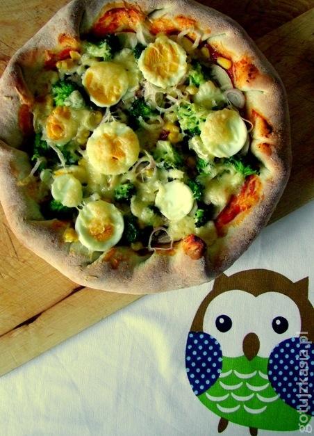 pizza z serem w rantach