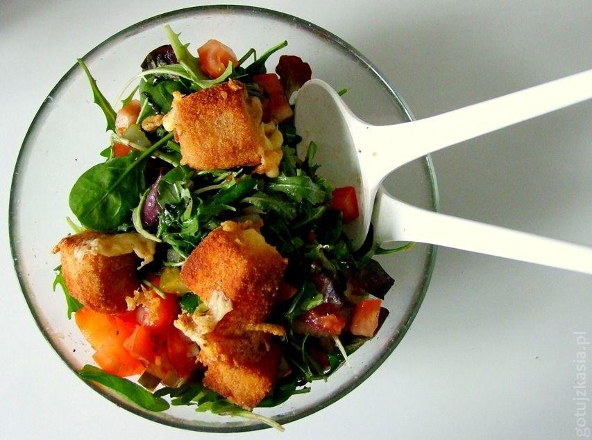 salatka ze smazonym serem