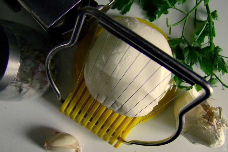 jak pokroic mozzarelle (1)