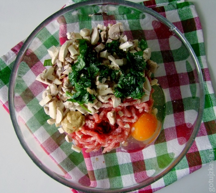 spaghetti z klopskikami i sosem pomidorowym 2