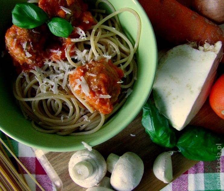 spaghetti z klopskikami i sosem pomidorowym 5