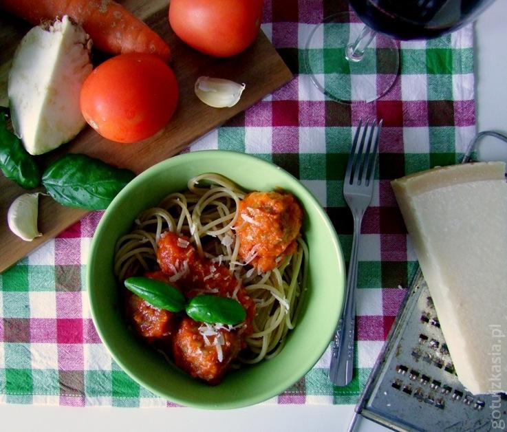 spaghetti z klopskikami i sosem pomidorowym 6