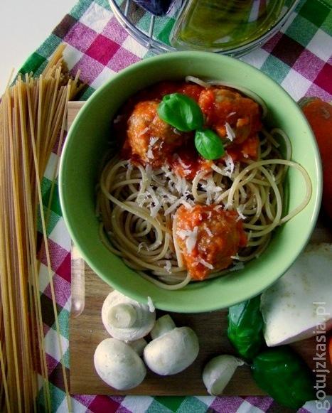 spaghetti z klopskikami i sosem pomidorowym 7
