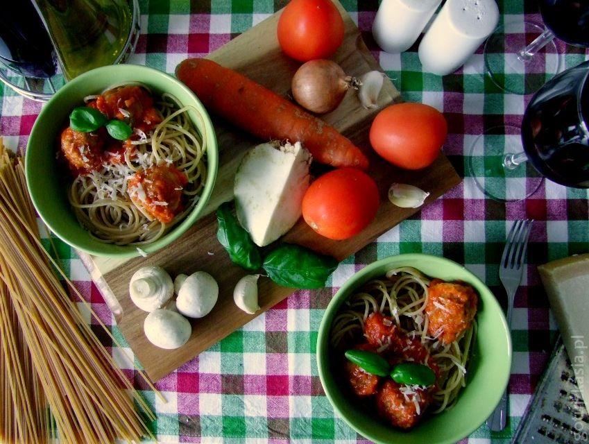 spaghetti z klopskikami i sosem pomidorowym 4