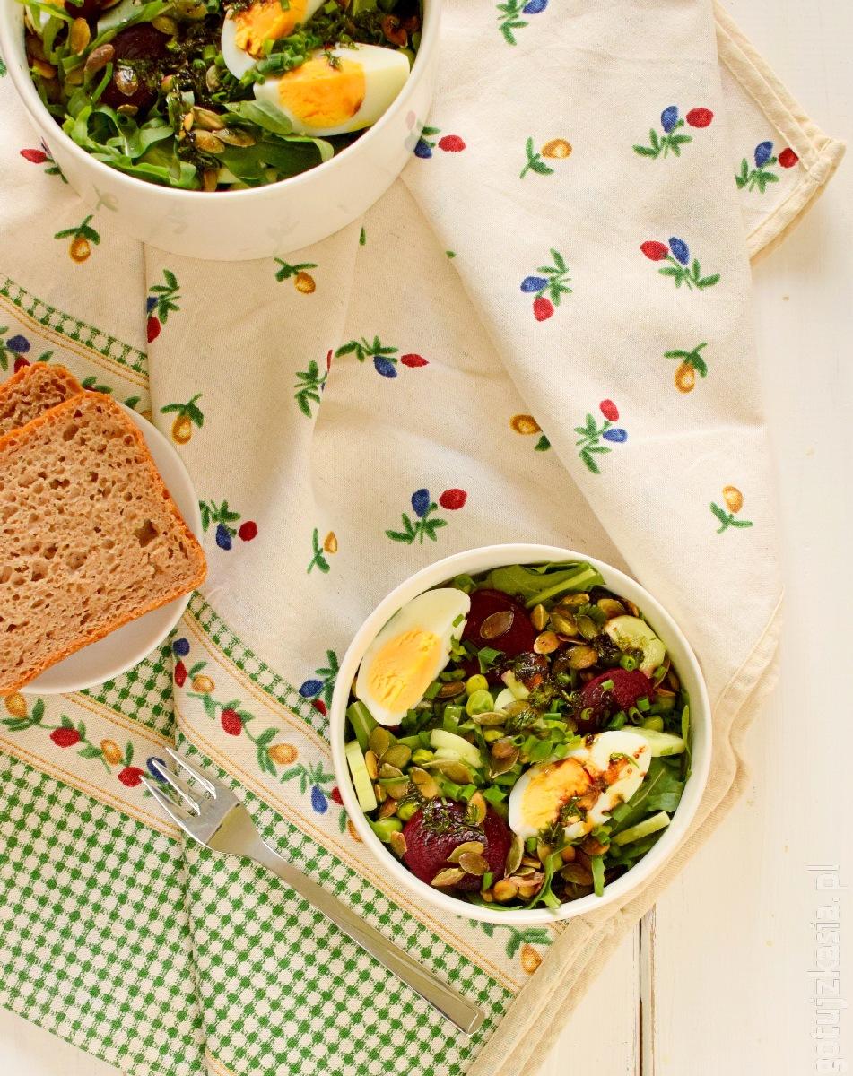 salatka z burakiem i jajkiem 2