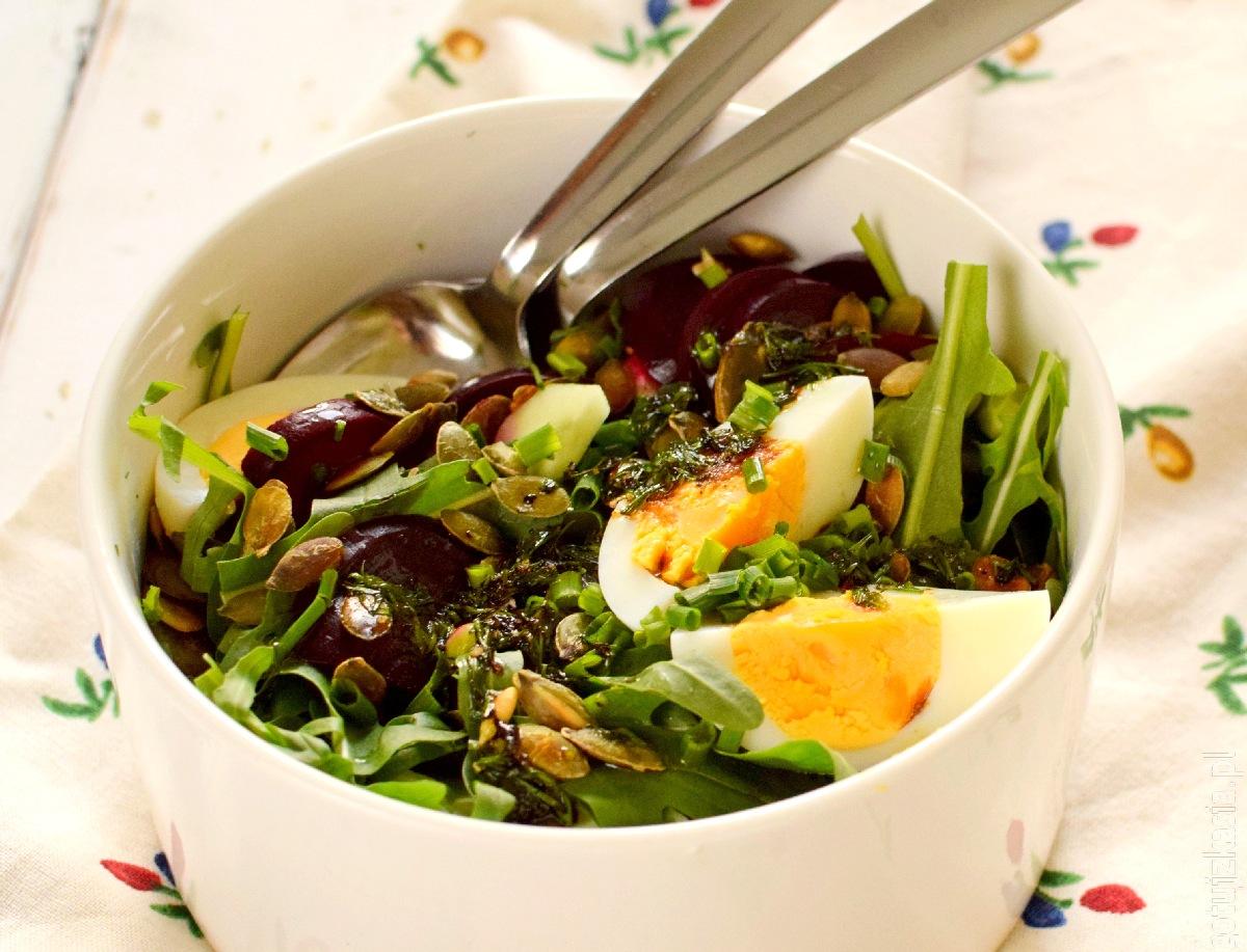 salatka z burakiem i jajkiem 4