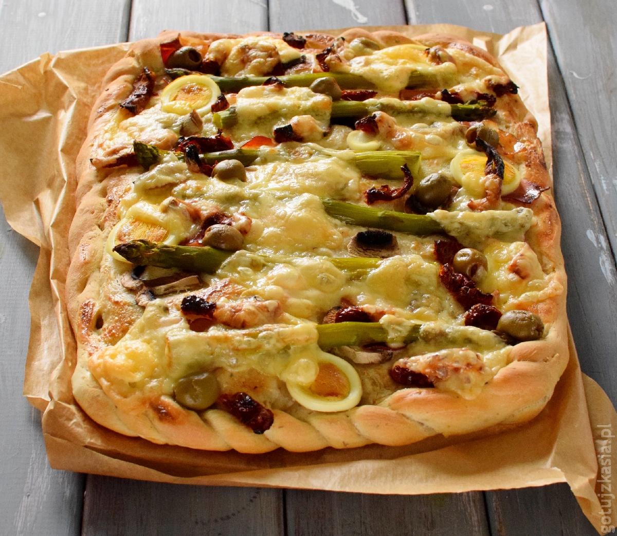 ziolowa pizza ze szparagami 2