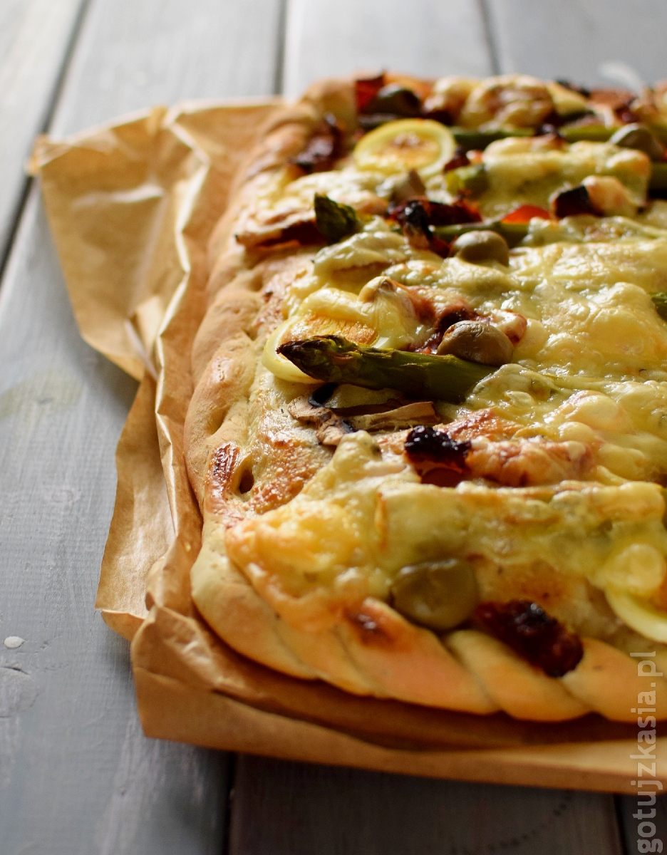 ziolowa pizza ze szparagami 4