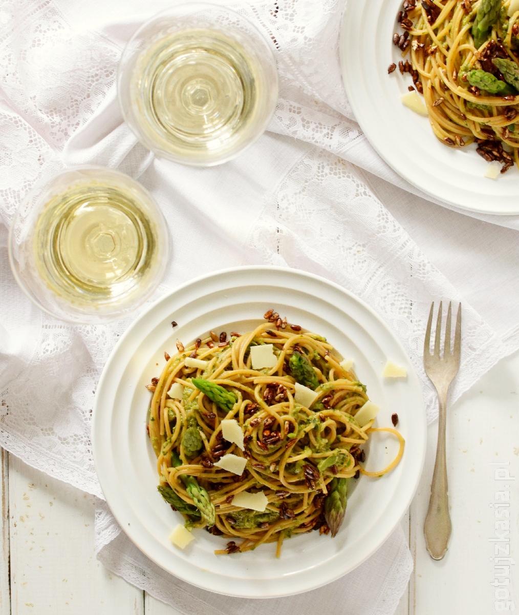 spaghetti z sosem szparagowo-ziolowym 3
