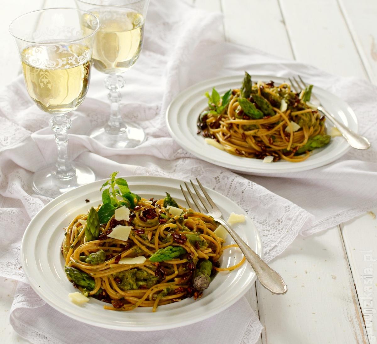 spaghetti z sosem szparagowo-ziolowym 4