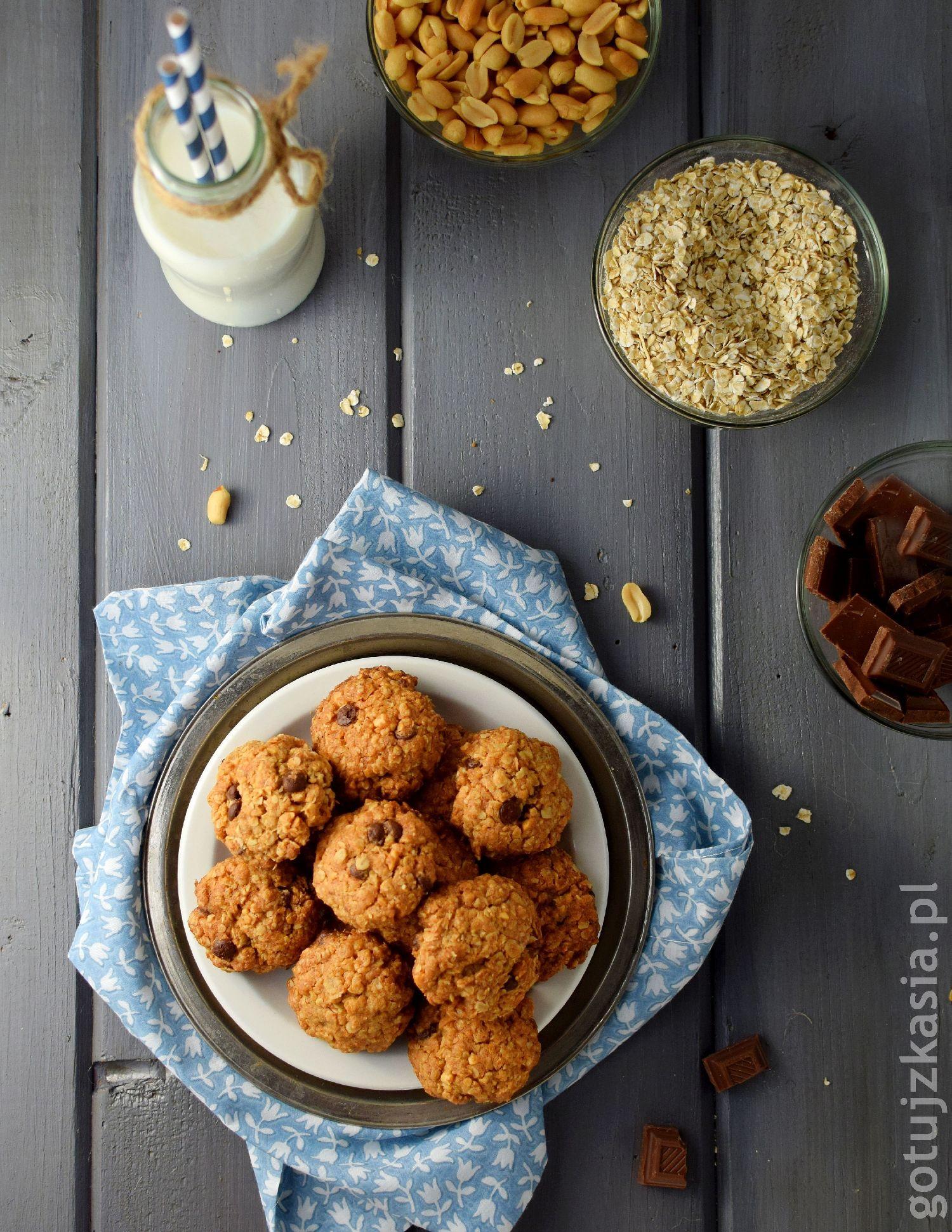 ciasteczka z orzeszkami i czekolada 4