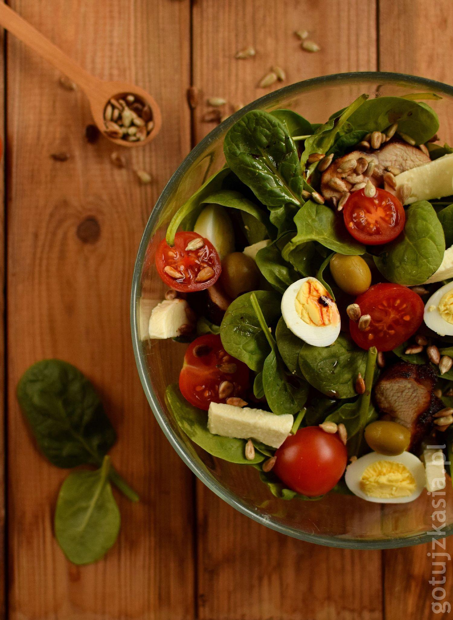 salatka z indykiem i szpinakiem 4