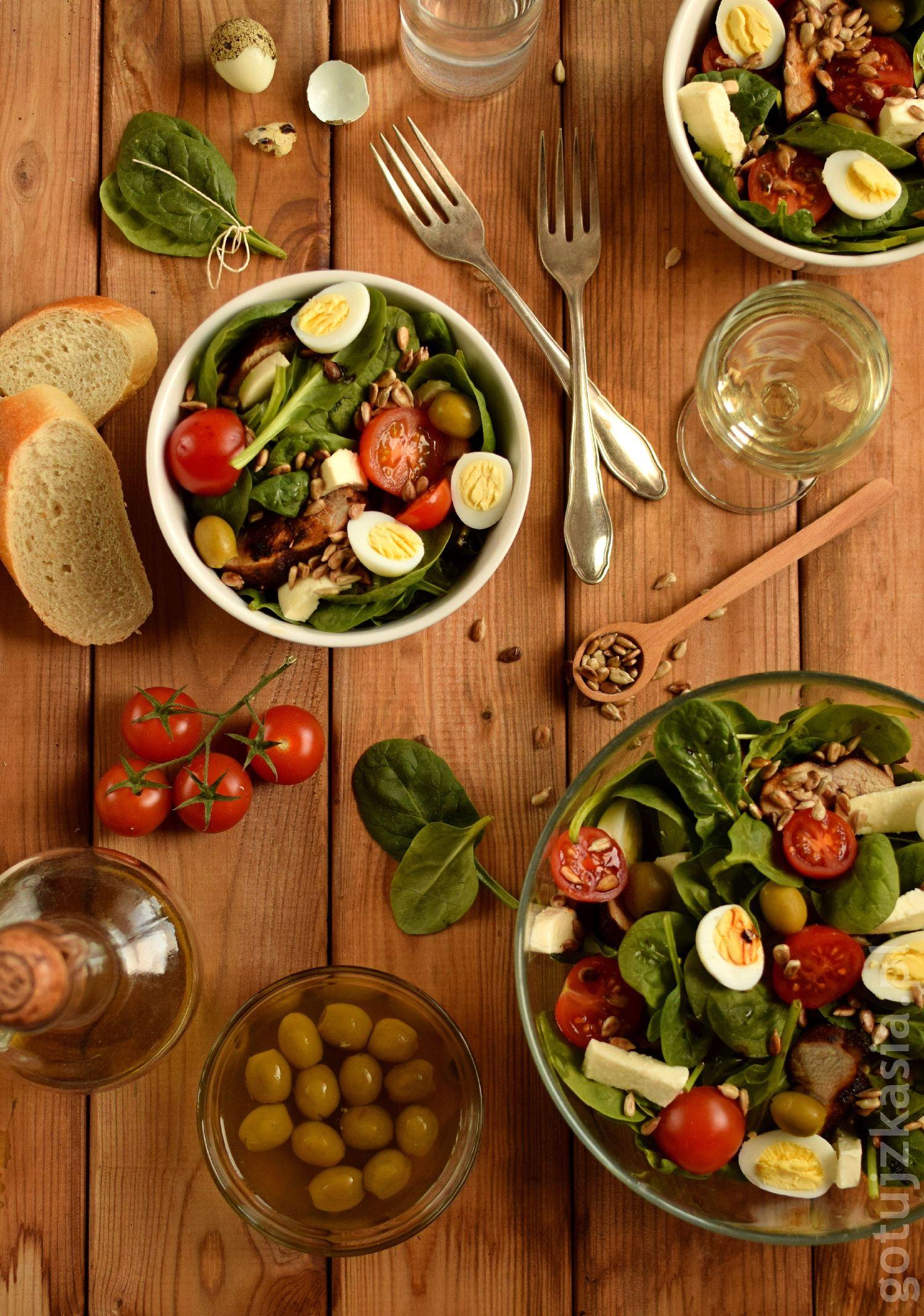 salatka z indykiem i szpinakiem 1