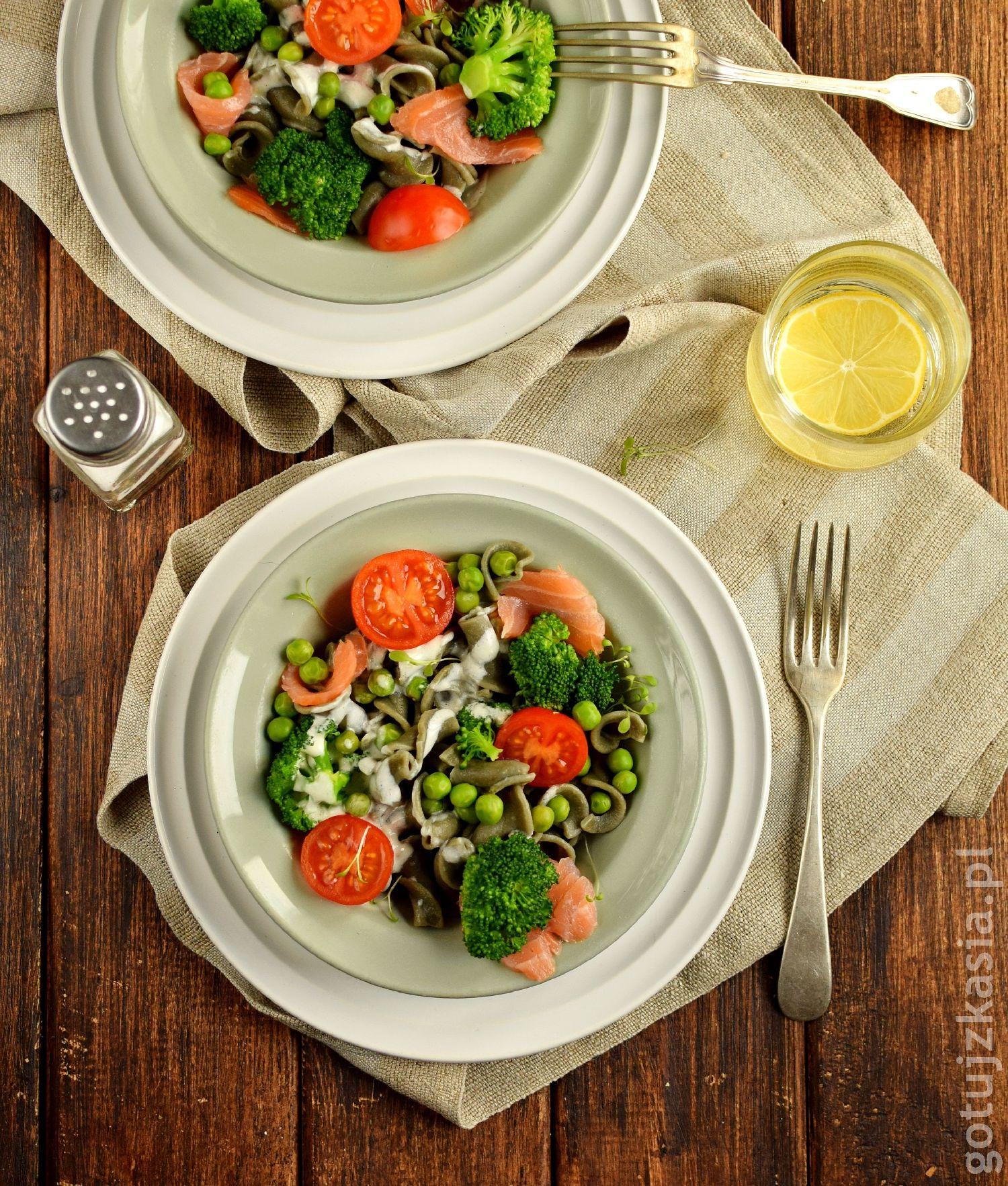 makaron z lososiem i brokulem 1